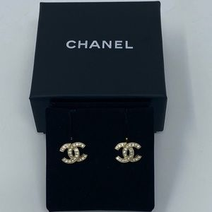 NWT Authentic Rare Chanel CC Earrings